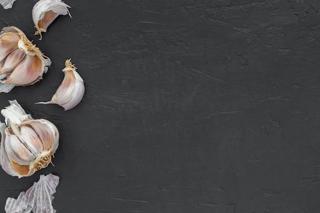 Vue de dessus de l'ail biologique avec espace copie