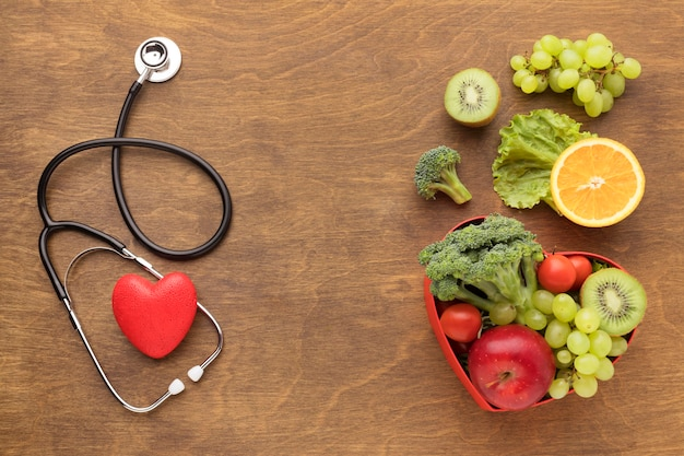 Vue de dessus des aliments sains pour la journée mondiale du cœur