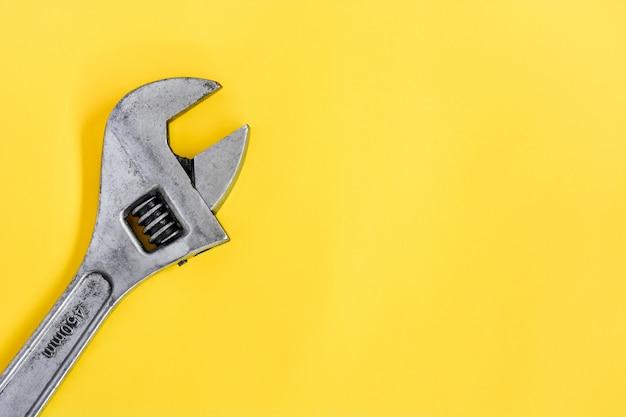Vue de dessus ancienne clé à molette