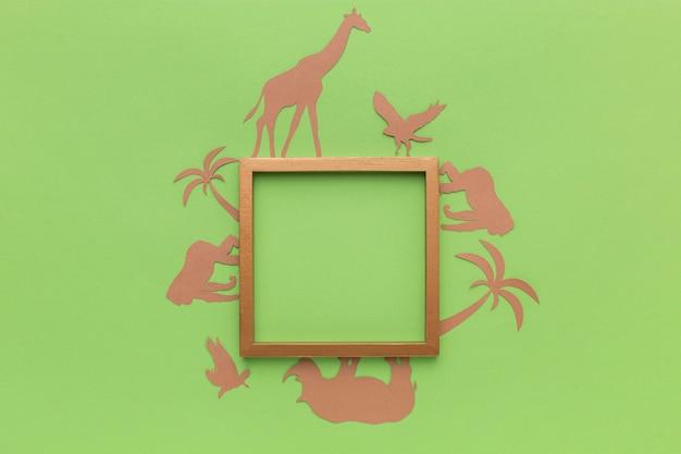 Vue de dessus des animaux en papier avec cadre pour la journée des animaux
