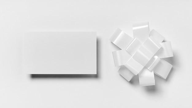 Vue de dessus arrangement d'articles de nouvel an blanc
