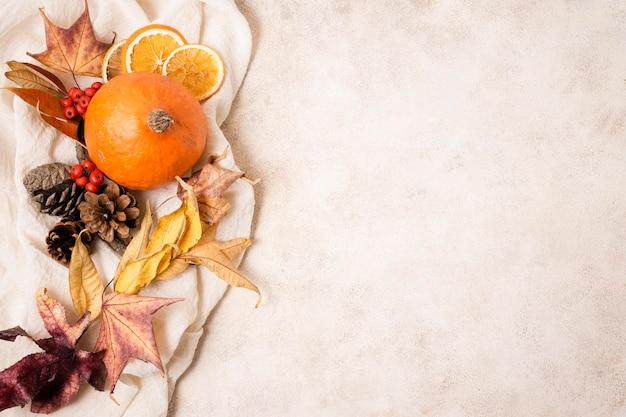 Vue de dessus de l'arrangement d'automne avec espace copie