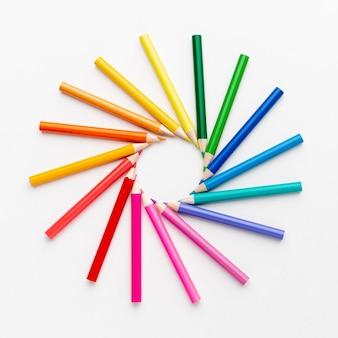 Vue de dessus de l'arrangement des crayons