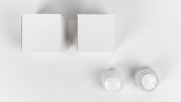 Vue de dessus arrangement créatif de bombes de bain emballées
