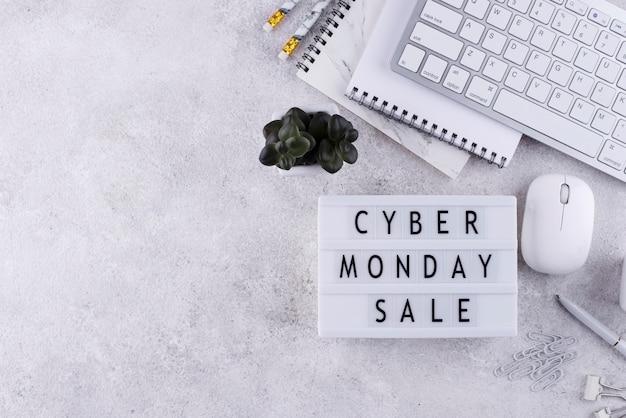 Vue de dessus de l'arrangement du cyber lundi