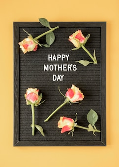 Vue de dessus arrangement de fleurs de fête des mères