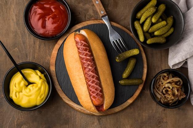 Vue de dessus de l'arrangement de hot-dog