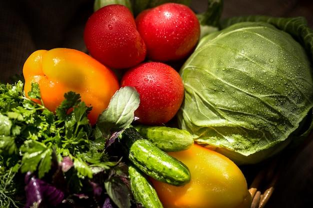 Vue de dessus arrangement de légumes frais d'automne