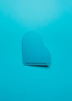 Vue de dessus arrangement de piano bleu