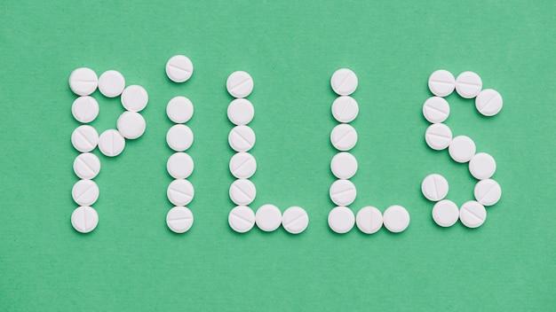 Vue de dessus arrangement de pilules blanches