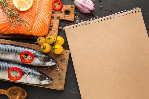 Vue de dessus arrangement de poisson savoureux