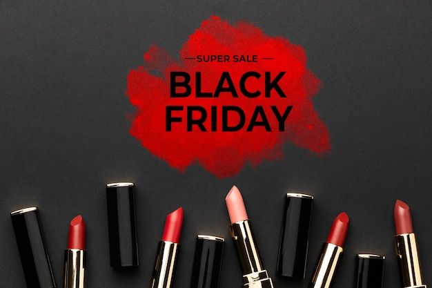 Vue de dessus de l'arrangement de vente de cosmétiques du vendredi noir
