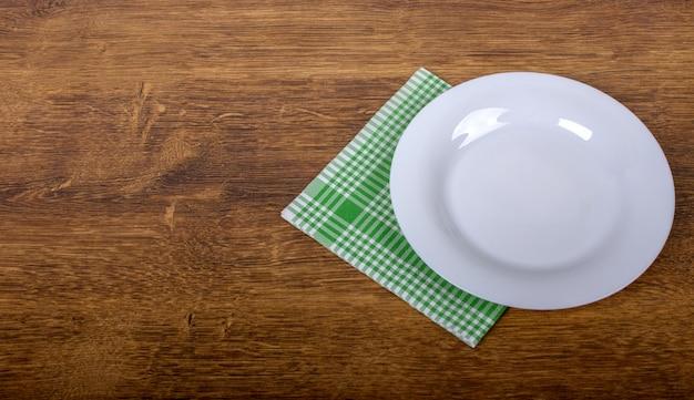 Vue de dessus d'une assiette vide