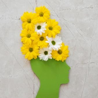 Vue de dessus assortiment du concept d'optimisme avec des fleurs
