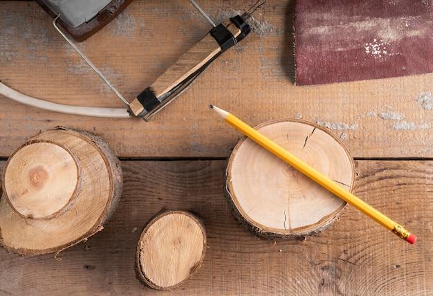 Vue de dessus assortiment d'éléments d'emplois artisanaux