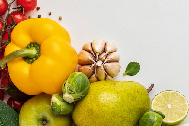 Vue de dessus de l'assortiment de légumes avec espace copie
