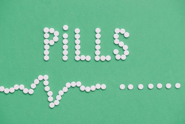 Vue de dessus assortiment de pilules blanches