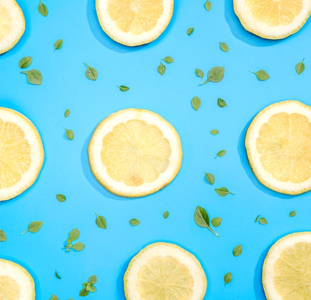 Vue de dessus assortiment de tranches de citron