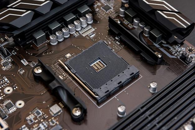 Vue de dessus au processeur de la carte mère de l'ordinateur personnel