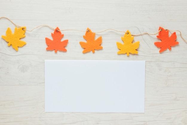 Vue de dessus automne feuilles ornements avec espace de copie