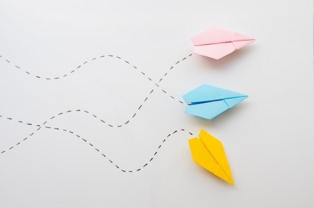 Vue de dessus d'avions en papier minimaliste mignon