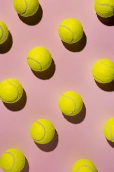 Vue de dessus des balles de tennis