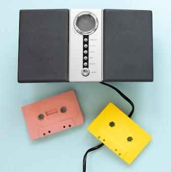 Vue de dessus des bandes de cassettes colorées