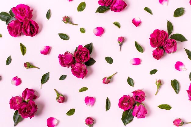 Vue de dessus beau concept de pétales de rose
