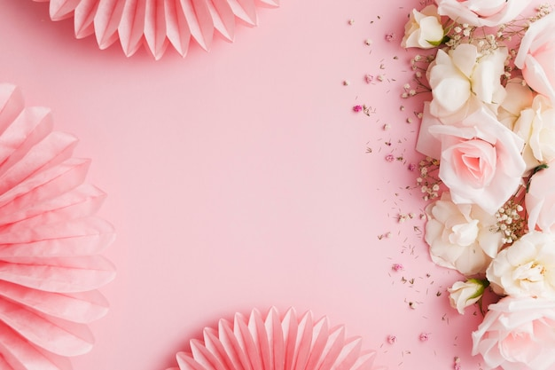 Vue de dessus de belles roses avec espace copie
