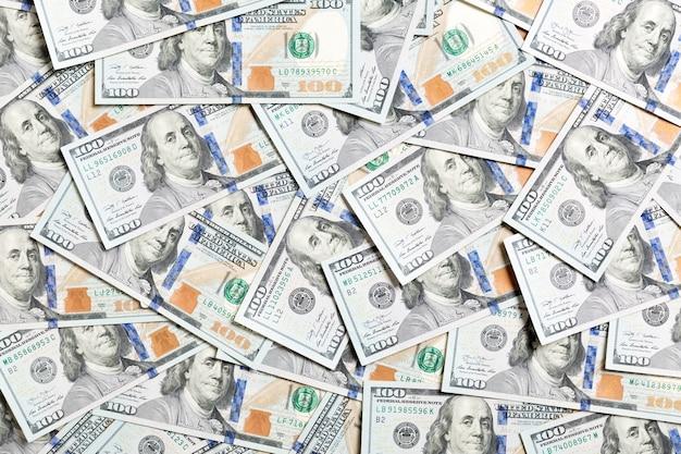 Vue de dessus des billets de cent dollars en arrière-plan. notion de devise usd. texture de dollars américains.