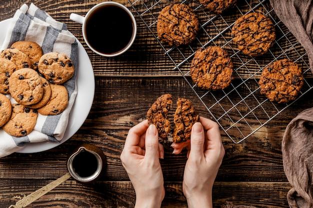 Vue de dessus biscuits frais cuits au four