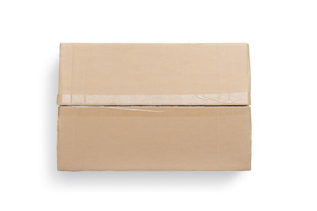 Vue de dessus d'une boîte en carton isolée sur fond blanc.