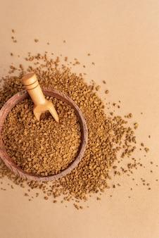 Vue de dessus bol avec poudre de café