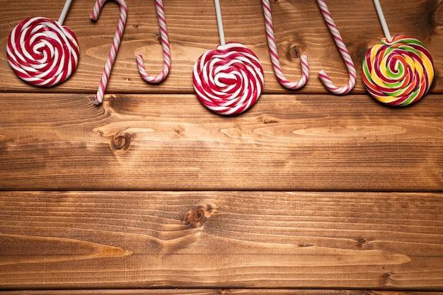 Vue de dessus des bonbons de noël avec espace de copie