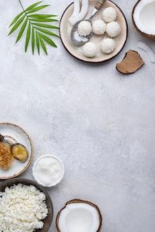 Vue de dessus de bonbons de noix de coco sans sucre