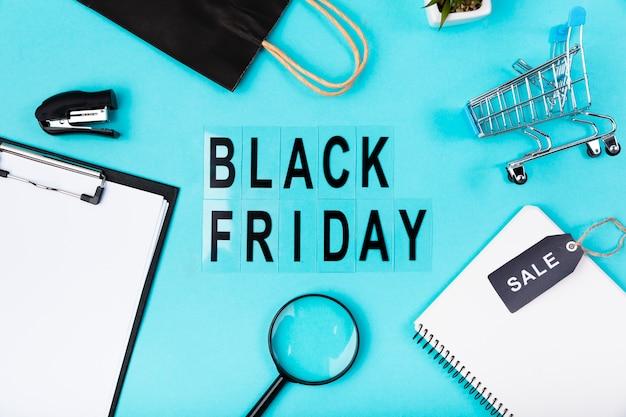Vue de dessus bureau avec texte noir vendredi
