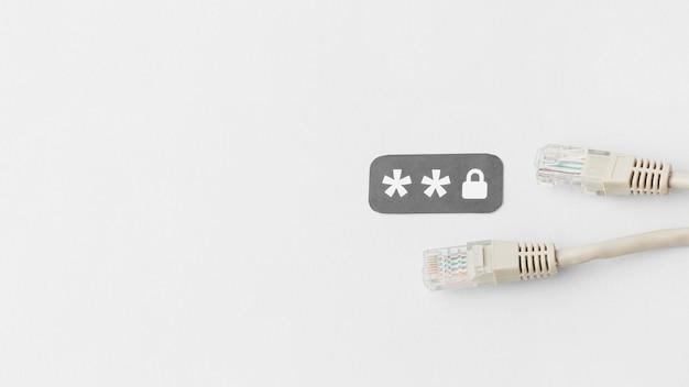 Vue de dessus des câbles ethernet avec copie espace et mot de passe