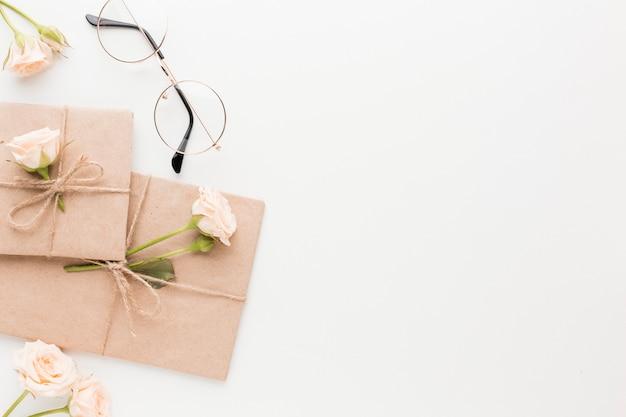 Vue de dessus des cadeaux avec copie espace