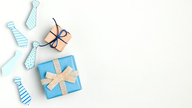 Vue de dessus cadeaux de fête des pères avec espace copie