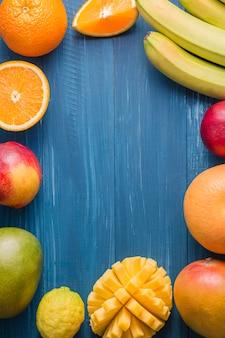 Vue de dessus le cadre de fruits