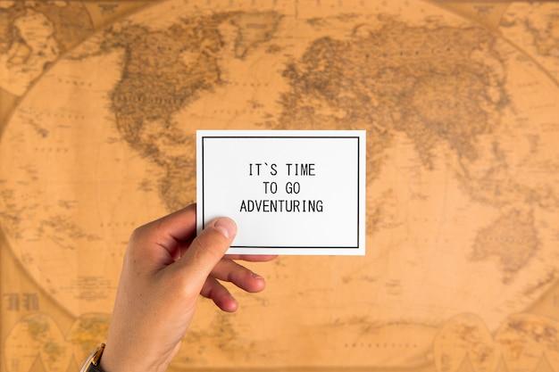 Vue de dessus carte avec message de motivation