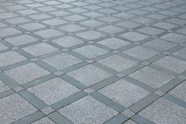 Vue de dessus de la chaussée carrée en forme de losange gris diagonale de différentes tailles