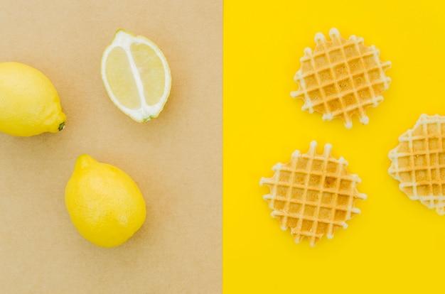 Vue de dessus citron vs gaufres