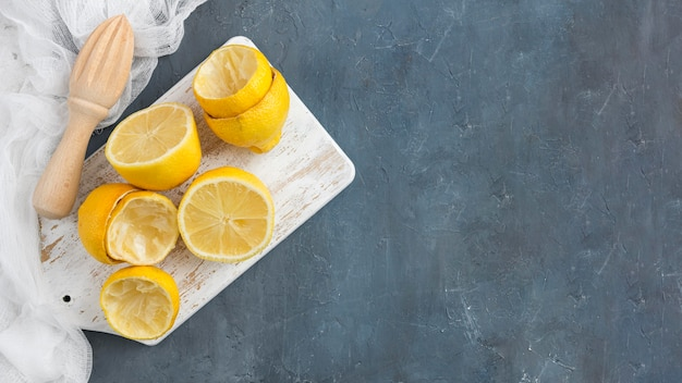 Vue de dessus citrons pressés