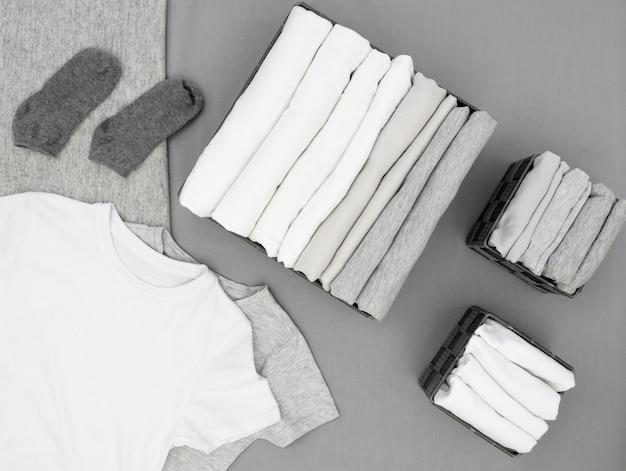 Vue de dessus classer les vêtements