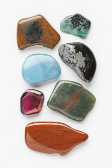 Vue de dessus collection de petites pierres colorées