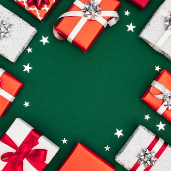 Vue de dessus composition de cadeaux emballés avec espace copie