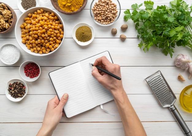 Vue de dessus composition de délicieux plats et ingrédients