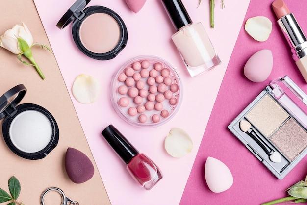 Vue de dessus composition de différents produits de beauté