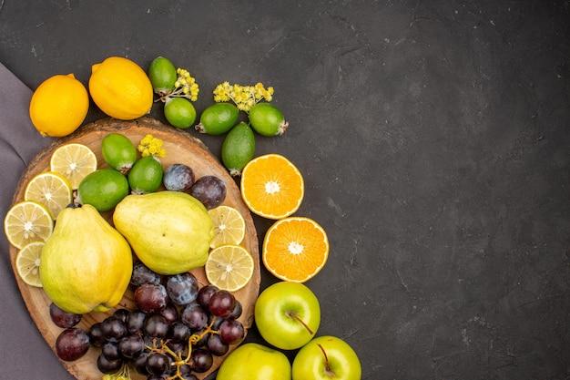Vue de dessus composition de fruits frais fruits mûrs sur la surface sombre vitamine fruit mûr frais mûr